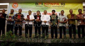 "BUPATI TANJAB BARAT TERIMA PENGHARGAAN ""BPI AWARD 2017"""