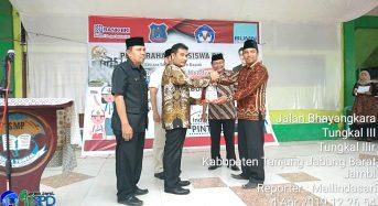 PIMPINAN KOMISI X DPR RI SERAHKAN BEASISWA PROGRAM INDONESIA PINTAR DI TANJAB BARAT