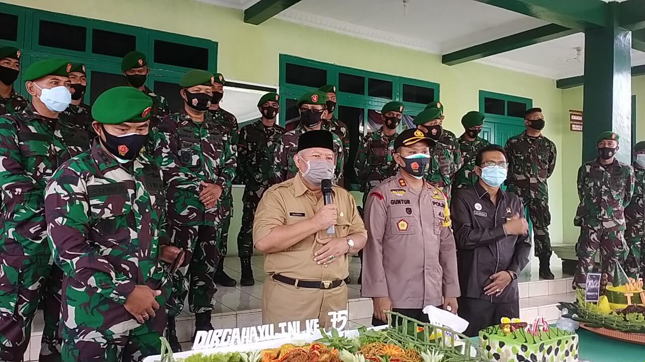 HUT TNI KE-75, BUPATI HARAP TNI SEMAKIN PROFESIONAL DALAM MENJAGA KEDAULATAN NKRI.